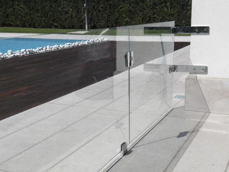 Parapetti in vetro e balaustre vetrate sfatiamo i falsi - Parapetti scale in vetro ...