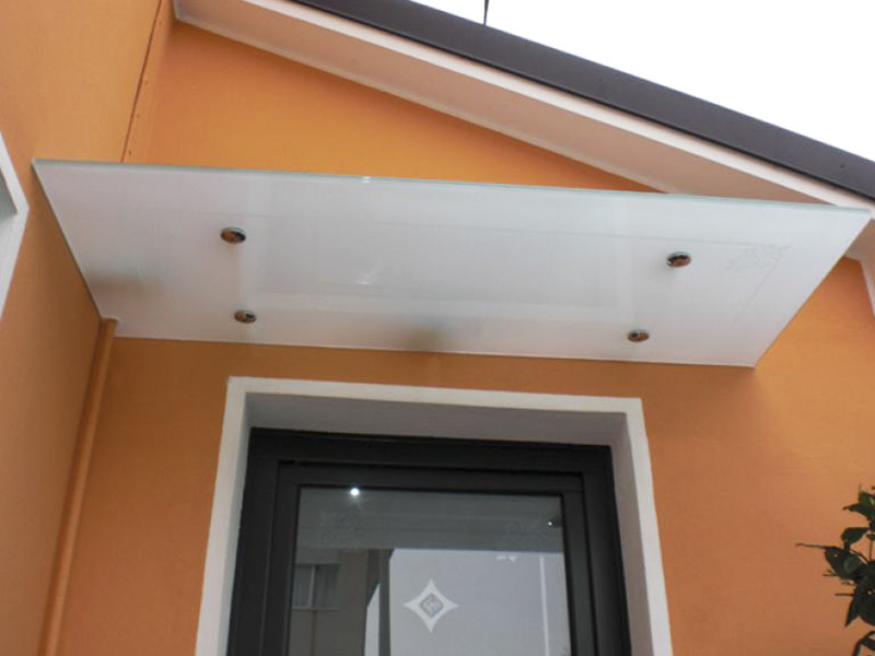 Tettoie in vetro soluzioni minimal e di design per la for Design moderni della casa di vetro