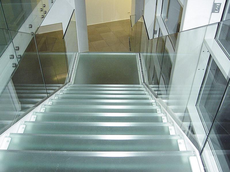 Gradini in vetro per scale, scale per interni con gradini in vetro - Metalvetro