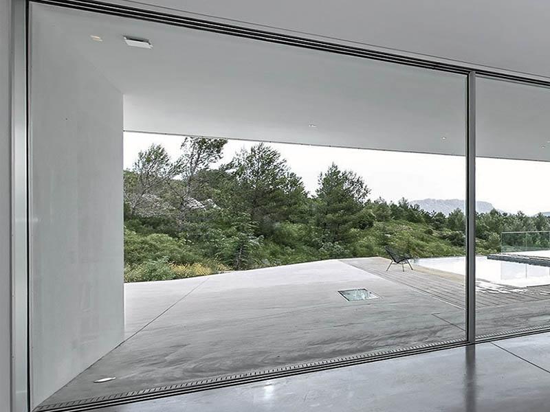 Design Di Interni Ed Esterni : Infissi senza telaio: interni ed esterni che comunicano metalvetro