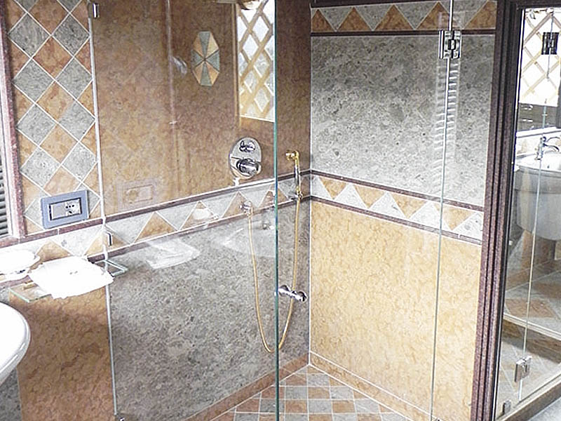Doccia di vetro per bagni davanguardia metalvetro di de cecco fabio